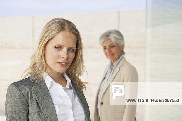Spanien  Mallorca  Zwei Geschäftsfrauen