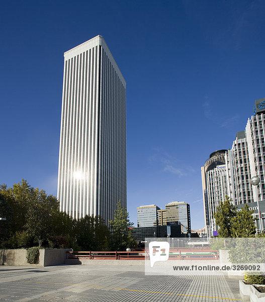 Untersicht eines Bürogebäudes  Picasso-Turm Torre Picasso  Paseo De La Castellana  Madrid  Spanien
