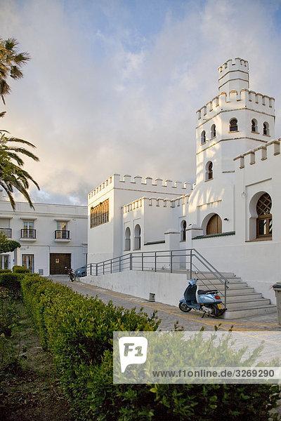 Garten vor einem Museum  Stadtmuseum  Museo Municipal  Plaza Santa Maria  Tarifa  Cádiz  Andalusien  Spanien
