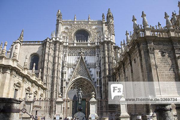 Untersicht einer Kathedrale  Kathedrale von Sevilla  Sevilla  Spanien  Patrimonio De La Humanidad