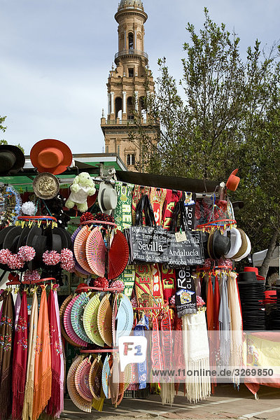 Marktstand an einem Palast  Plaza De Espana  Sevilla  Andalusien  Spanien