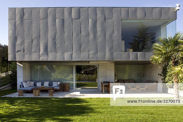 1 fassade hauptstadt madrid modern spanien wohnhaus. Black Bedroom Furniture Sets. Home Design Ideas