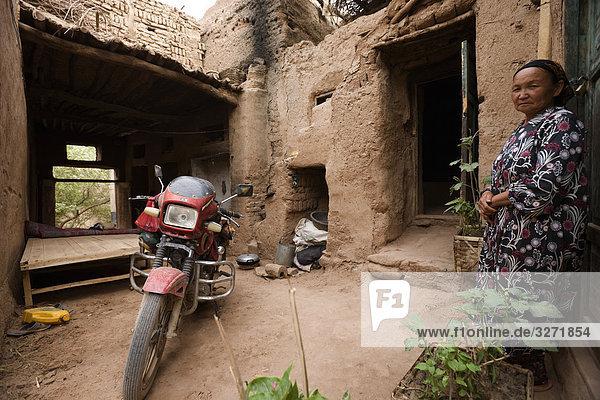 Gebäude Garten frontal China Mensch Turpan