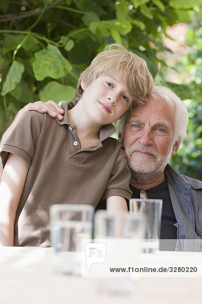 Großvater und Enkel Großvater und Enkel