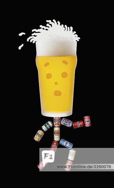 Bierglas und Bierdosen in Form eines Menschen