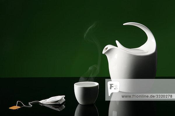 Teekanne  Tasse und Teebeutel