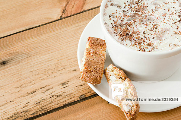 Cappuccino und Biscotti