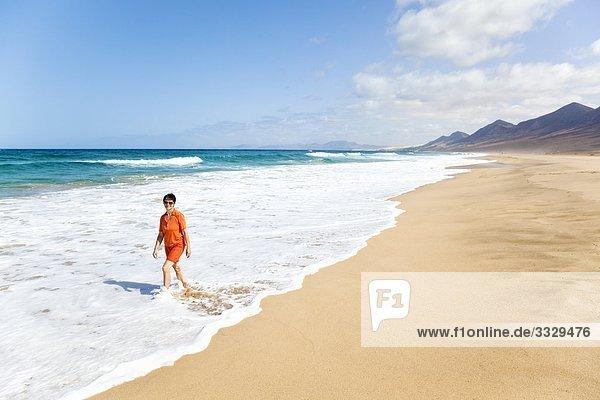 Frau am Playa de Cofete  Costa Calma  Jandia  Fuerteventura
