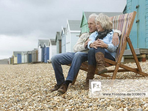 Senioren zusammen am Strand