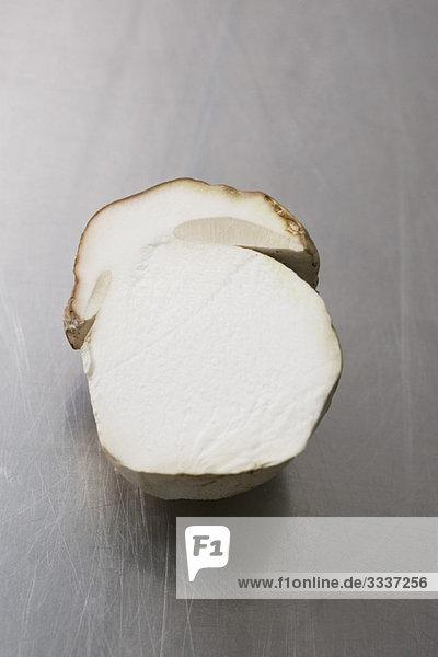 Steinpilz (Boletus edulis)  längs halbiert