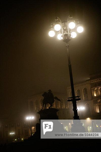 Statue von einer Straßenlaterne  Italien.