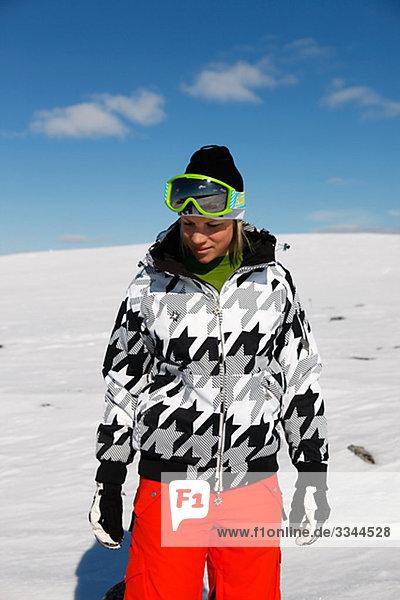 Frau auf Skiurlaub  Schweden.
