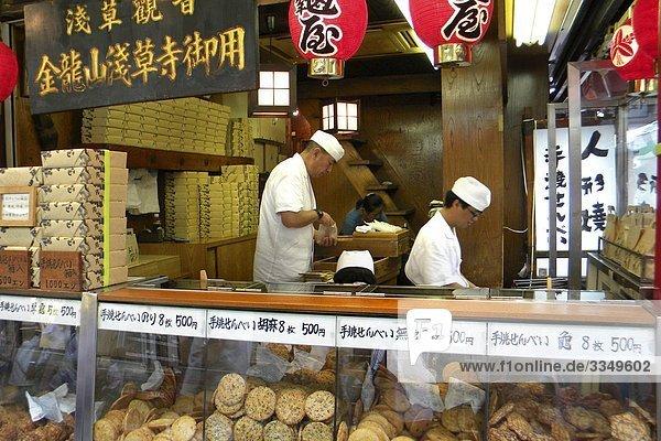 Japan  Tokio  Straßenhändler