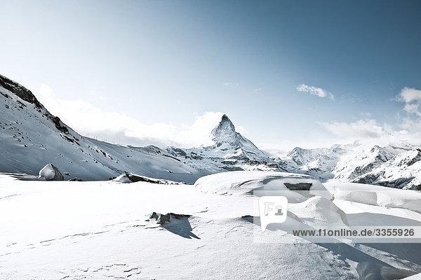 Schneebedeckte Berge in Zermatt  Schweiz Schneebedeckte Berge in Zermatt, Schweiz