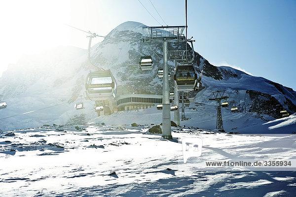 Gondelbahn  Zermatt  Schweiz  Flachwinkelansicht