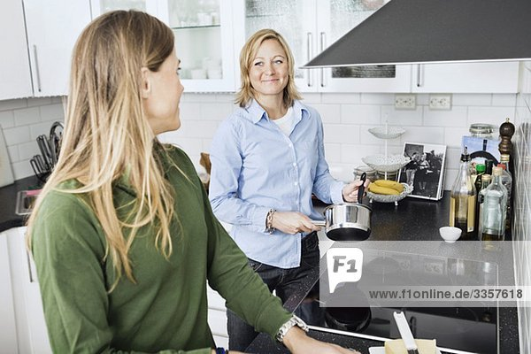Die Partner bereiten das Essen Die Partner bereiten das Essen