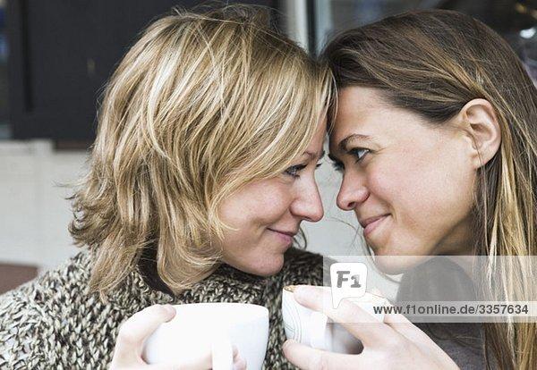 Freundinnen im Kaffeehaus Freundinnen im Kaffeehaus
