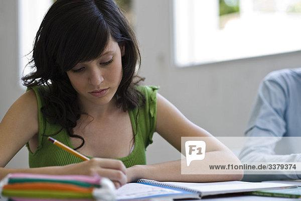 Gymnasiast bei der Klassenarbeit