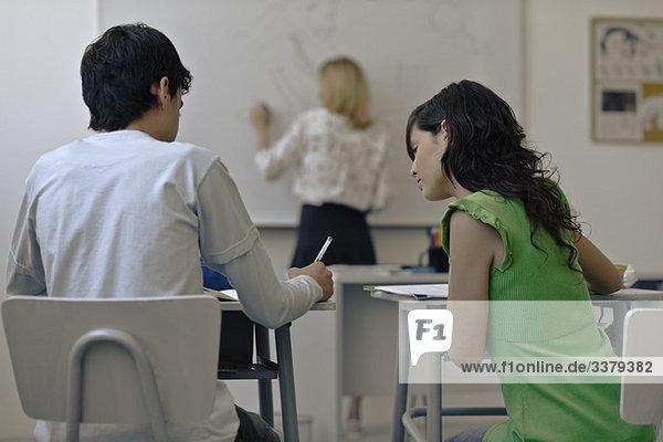 Highschool-Schüler kopiert Klassenkameraden-Aufgabe