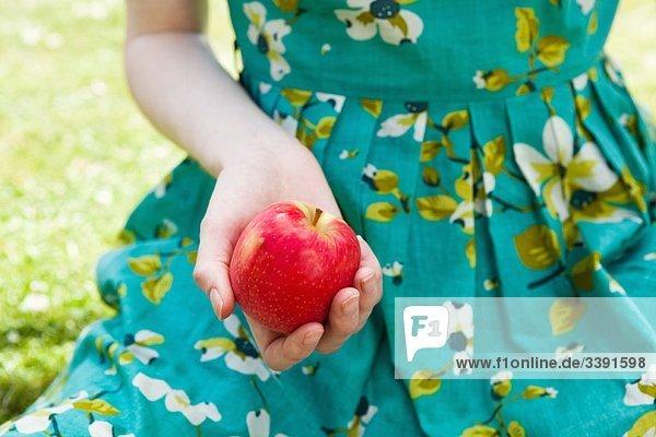 Frau ,halten ,Apfel