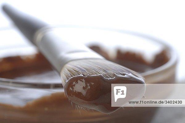Schüssel mit Schokoladen-Maske