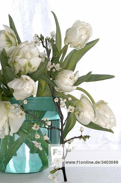 Weißer Tulpenstrauß