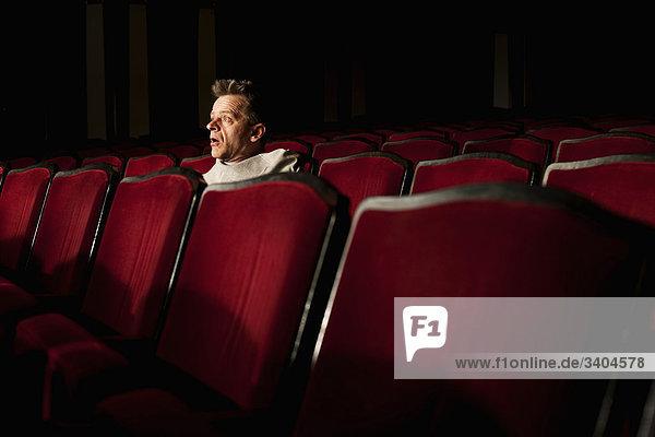 Porträt von Zuschauer beobachten Theater spielen