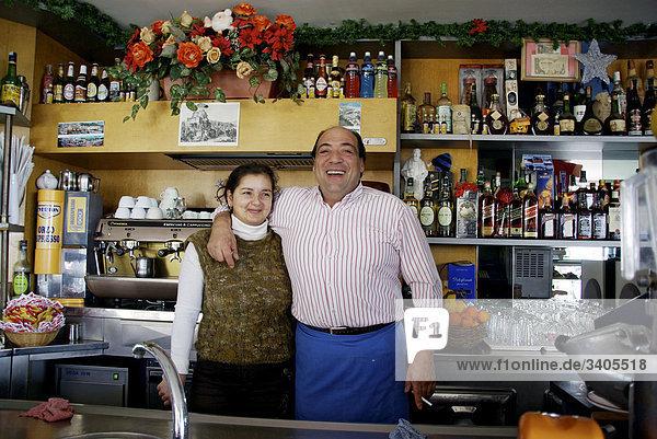 Portrait des italienischen bar Besitzer und seine Frau
