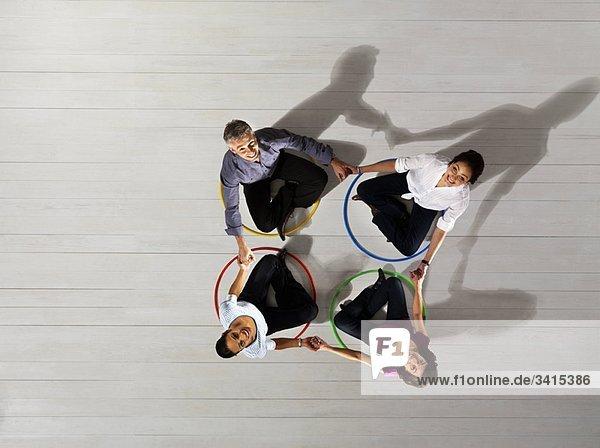 Geschäftsleute im Kreis