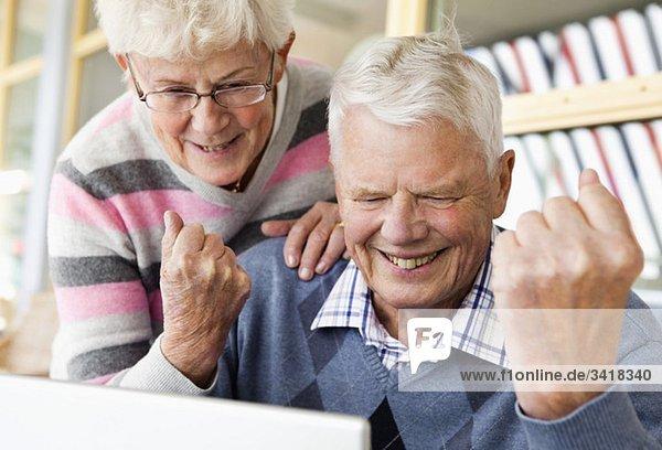 Älteres Ehepaar erfolgreich