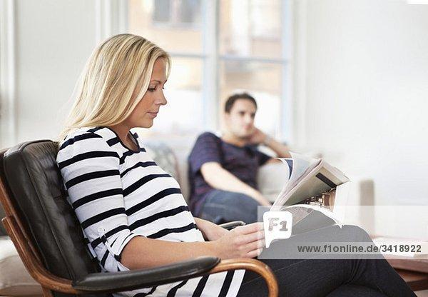 Frau beim Lesen Frau beim Lesen