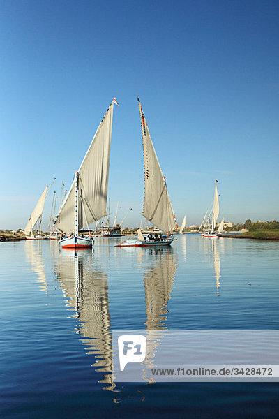 Felucca Boote auf dem Nil bei Luxor