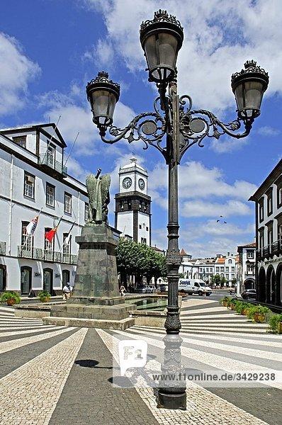 Laternenpfahl auf der Straße  Ponta Delgada  Azoren  Portugal