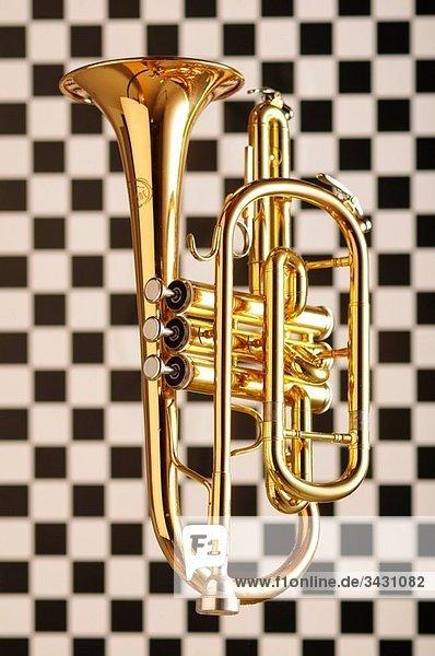 Trompete auf blauem Untergrund