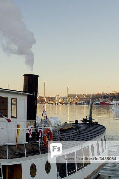 Tourboat im Meer  Stockholm  Schweden