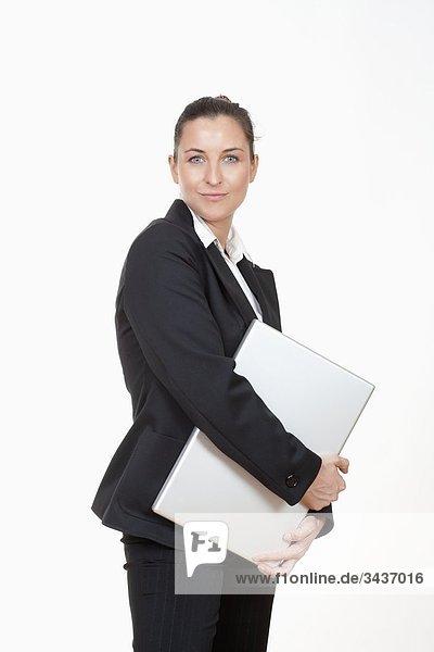 Attraktive Geschäftsfrau with Laptop lächelnd computer