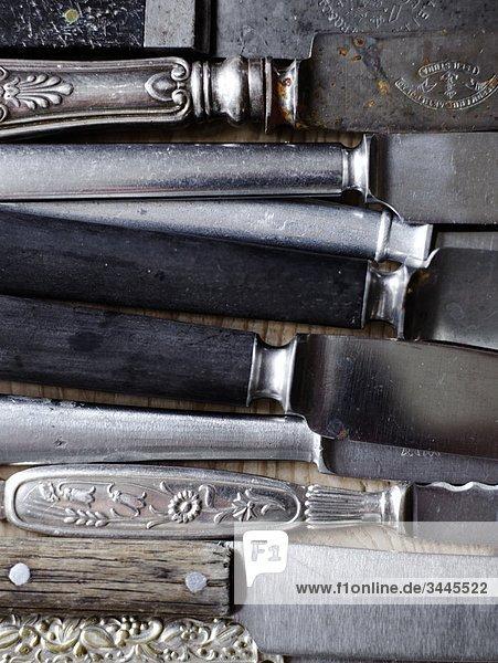 Skandinavien  Schweden  verschiedene Messer  Nahaufnahme