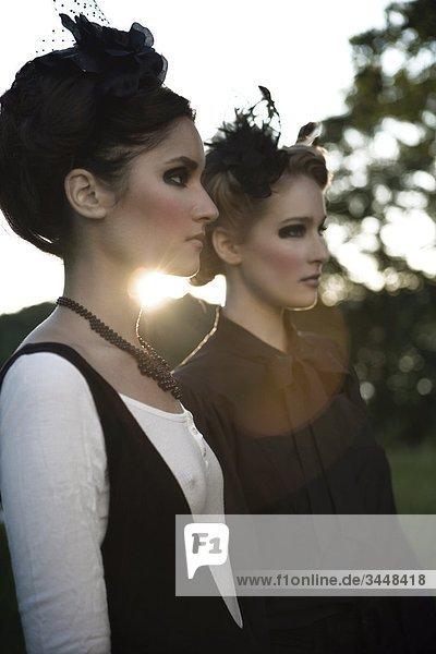 Schöne junge Frauen posieren  Schweden.