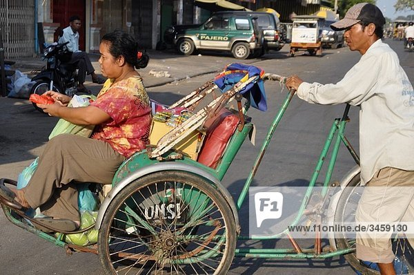 Phnom Penh (Cambodia): rickshaw at the old market
