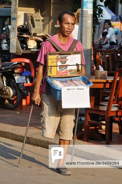 Siem Reap (Cambodia): an handicapped selling books in Pub Street