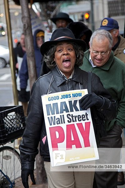 Detroit  Michigan - Union members picket the Bank of America  saying that big Wall Street banks should pay the cost of creating good jobs to solve the economic crisis © Jim West