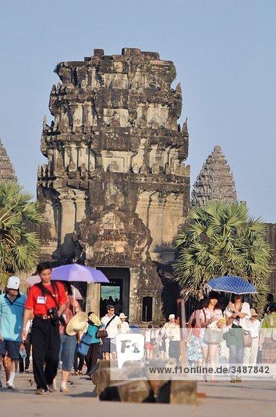 Angkor (Cambodia): tourists at Angkor Wat