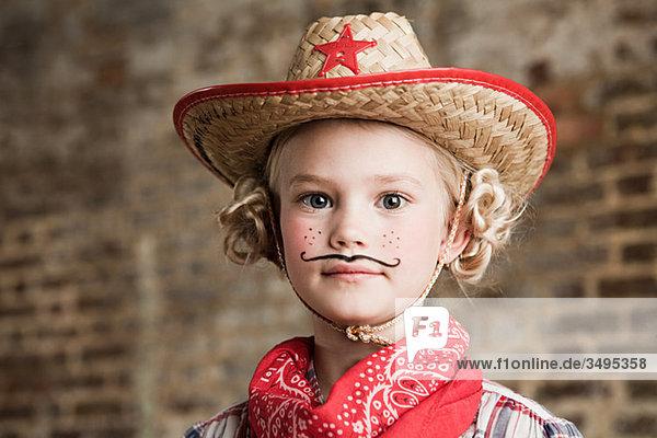 Junges Mädchen verkleidet als Cowgirl