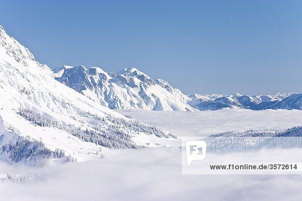 Blick vom Schneeberg über Mühlbach zum Dachstein  Österreich