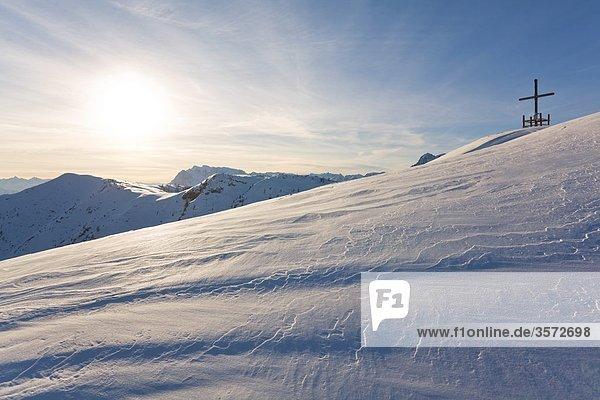 Gipfelkreuz über dem Lammertal  Tennengebirge  Österreich