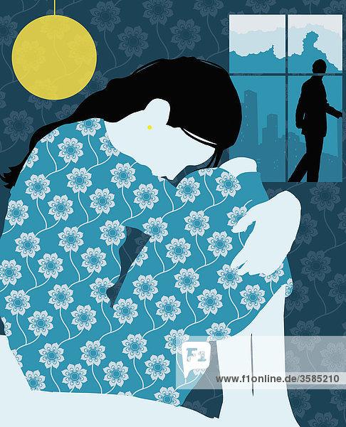 Traurige Frau im Bett mit Mann am Fenster