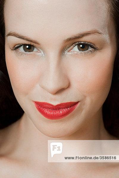 Junge brünette Frau  Portrait