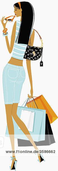 Elegante Frau trägt Einkaufstaschen