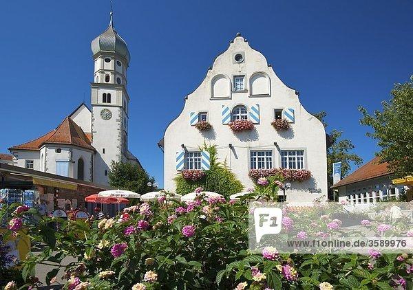 Pfarrkirche und Schloss  Wasserburg am Bodensee  Schwaben  Deutschland  Europa Pfarrkirche und Schloss, Wasserburg am Bodensee, Schwaben, Deutschland, Europa