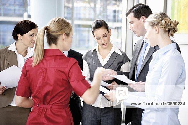 Erfolgreiche Kollegen während eines Meetings